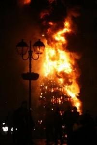 Φωτιά στο Χριστουγεννιάτικο δέντρο
