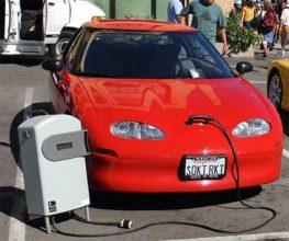 Θαλασσινό νερό θα «κινεί» ηλεκτρικά αυτοκίνητα