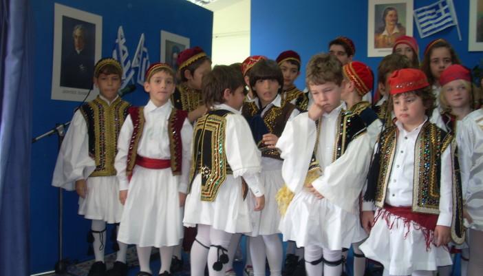 Δημοτικό και Νηπιαγωγείο  γιόρτασαν την 25η Μαρτίου.