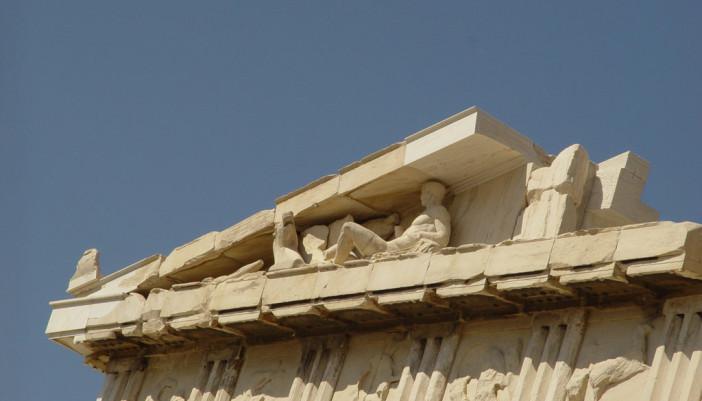Βρέθηκαν χαμένες μετόπες στο τείχος της Ακρόπολης