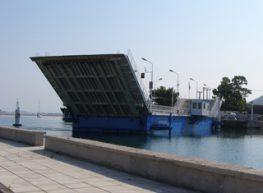 Κάθε δύο ώρες θα ανοίγει η γέφυρα για τη διέλευση σκαφών