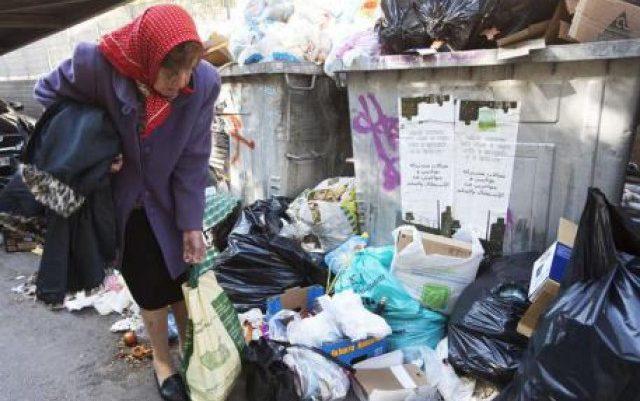 Η Όλγα Ωνάση ψάχνει για φαγητό στα σκουπίδια !