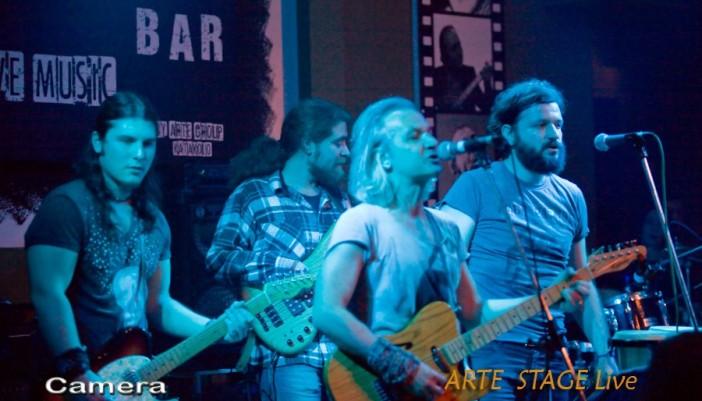 Οι Mr Highway Band με τον Χρήστο Θηβαίο στο Κατάκολο