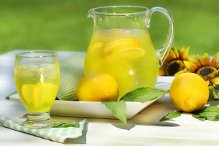 Οι συνταγές της Μίκας…Σπιτική λεμονάδα και Γλυκό του κουταλιού λεμόνι.