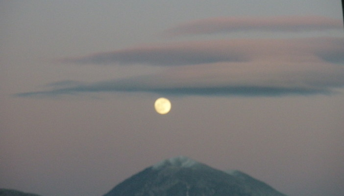 Το φεγγάρι πάνωθέ μου…