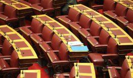 Δημοτικό Συμβούλιο με μισοάδεια έδρανα…