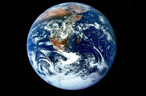 Ο γύρος του πλανήτη με τον διαστημικό σταθμό σε 4′