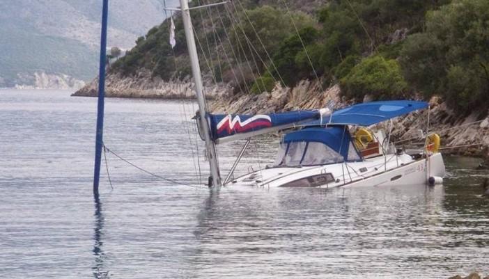 Κινδύνεψαν 13 τουρίστες από ξαφνικό μπουρίνι στον Καστό