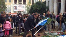 Κατάθεση στεφάνου στο Πολυτεχνείο από το Μεγανησιώτη Δήμαρχο Βύρωνα Άκη Κατωπόδη