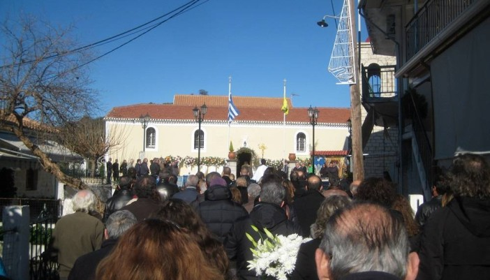 Πλήθος κόσμου συνόδευσε τον Λάμπρο στην τελευταία του έξοδο