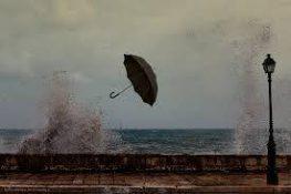 Θυελλώδεις άνεμοι από τα χαράματα στο νησί