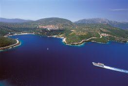 """Το Μεγανήσι στα 2 """"κρυφά"""" ελληνικά νησιά στα ωραιότερα της Μεσογείου"""