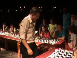 Από τον αγώνα επίδειξης σκάκι