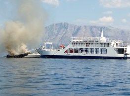 Το επίσημο Δελτίο Τύπου του Λιμενικού για τις φωτιές στα σκάφη στο λιμάνι του Νυδριού