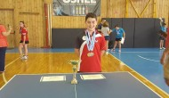 Πρόσωπα: Σωκράτης Γιανούτσος. Ένας δεκατριάχρονος Μεγανησιώτης  πρωταθλητής .