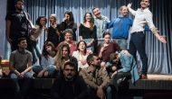 Ο Μεγανησιώτης Τάσος Μάντζαρης στη θεατρική παράσταση «Η Αυλή των Θαυμάτων» στο Θέατρο Ν. Ελβετίας