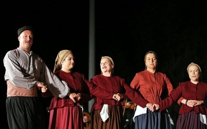 Ο Σύλλογος Γυναικών Μεγανησίου «Ηλακάτη» στην ετήσια μουσικοχορευτική παράσταση του Συλλόγου «Αγερμός»