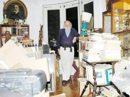 Αποχαιρετούμε τον τελευταίο των μεγάλων σουρεαλιστών μας, τον Λευκαδίτη Νάνο Βαλαωρίτη