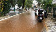 Ισχυρές και έντονες βροχοπτώσεις σήμερα δημιούργησαν μικροπροβλήματα.