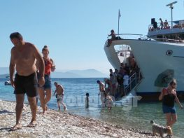 Νέα κρούσματα τουριστών στην Λευκάδα
